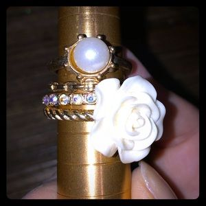 Jewelry - Super cute stacked ring set